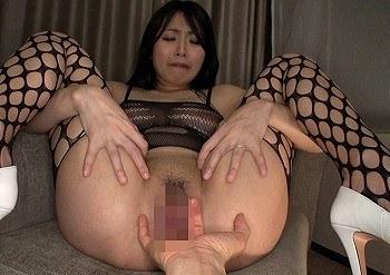 飢えた雌犬のようにチ●ポにむしゃぶりつき猛烈セックスする卑猥乳房のドスケベ発情人妻 山本美和子