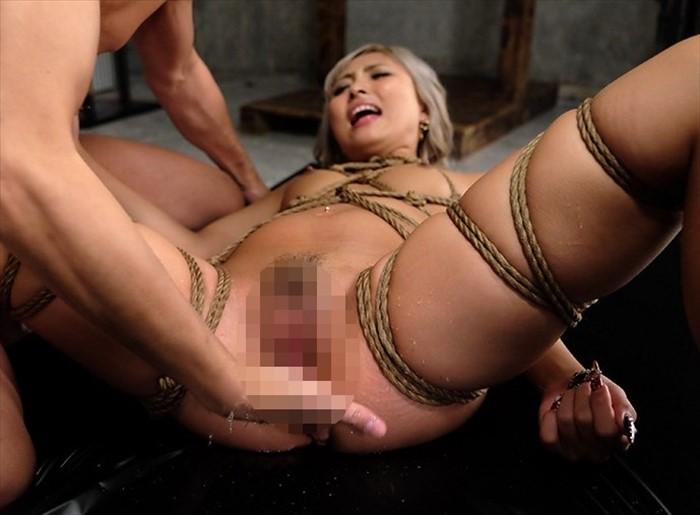 MIKAの刺青ボディーが悲鳴をあげる!緊縛縛り拷問でで縛られ犯される牝犬刺青縄女
