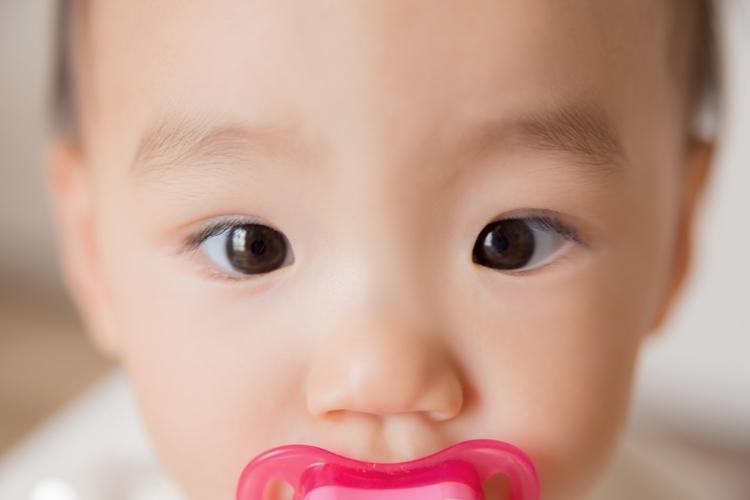 赤ちゃんはいつ笑う?