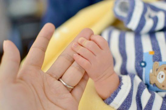 赤ちゃん握るのはいつ?