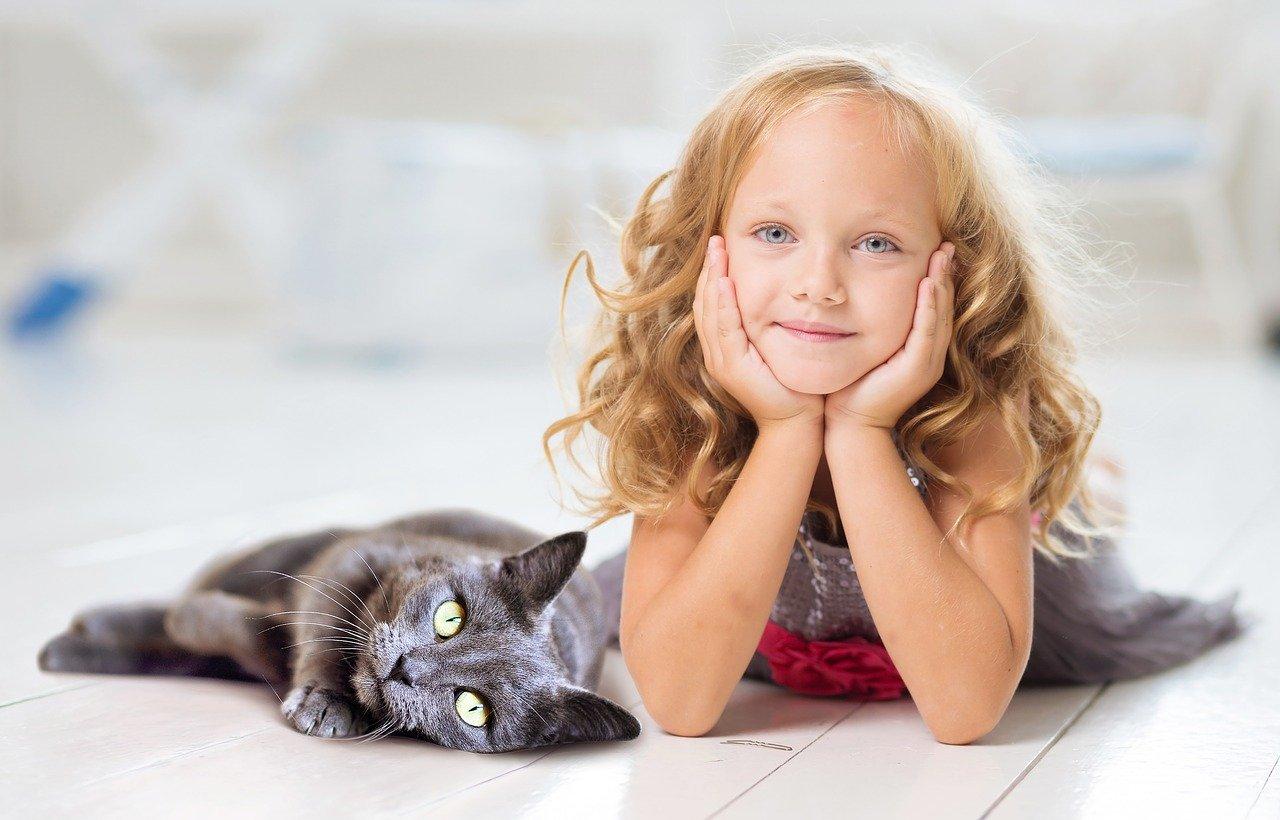 黒猫と女の子