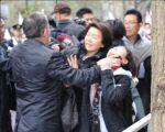 【マジで?】新宿の差別主義者デモに抗議する女性に警察が「のどわ」「暴力」という情報