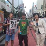 【ご主人もかくあれかし】安倍昭恵さん「アベ政治を許さない」の人たちと記念撮影。夫の晋三さんは「アベ政治を許さない」の人たちを口撃。