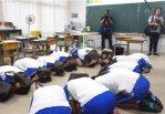 【ディストピア】島根・隠岐の島で小学生を動員して北朝鮮ミサイルの避難訓練⇒小6女子「もしもの時はきょうの経験を生かしたい」