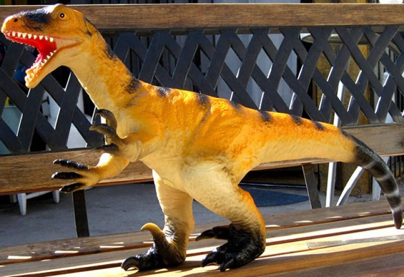juguete-velociraptor-4