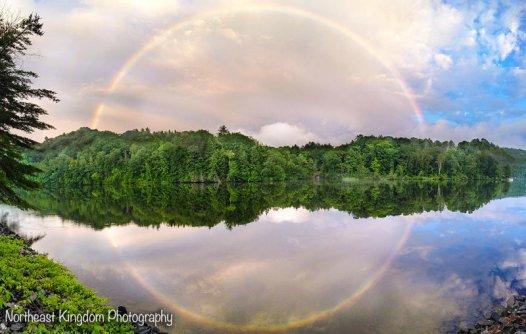 un increible arcoíris circular