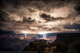 tormenta electrica sobre el gran cañón del colorado