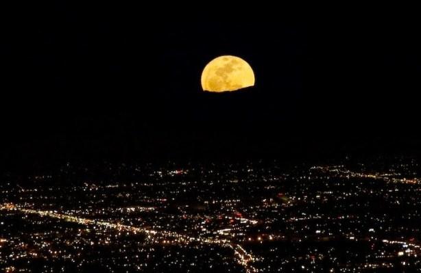 super-luna-ciudad-iluminada