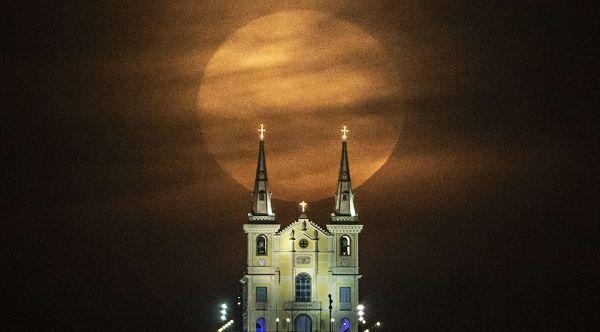super-luna-iglesia