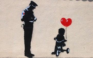 banksy-grafiti-policia-multa-triciclo