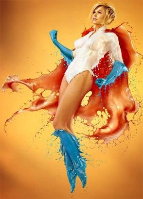 fotografia-superheroina-power-girl-calor-refrescante-escultura-liquida