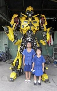 fanart-escultura-gigante-bumblebee-autobot