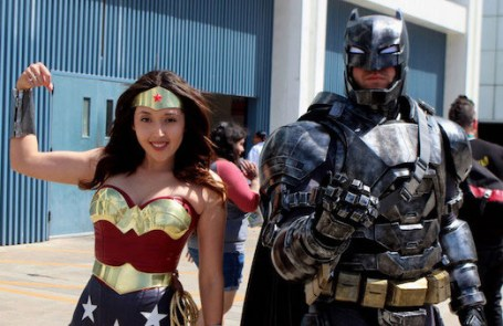 cosplay-batman-blindado-wonder-woman