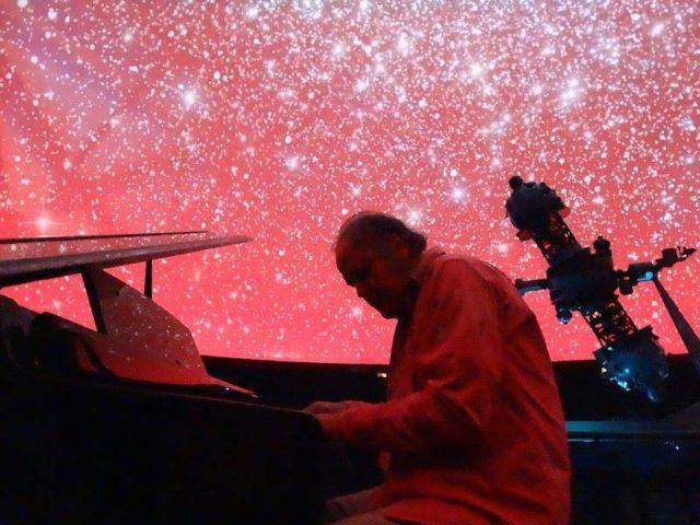 Piano bajo las estrellas - Planetario Chile