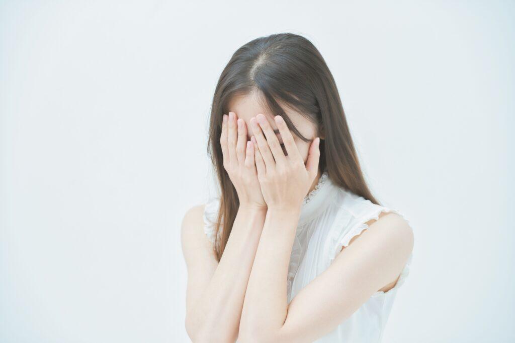 人前で極度の緊張癖!社交不安症から併発してうつ病になった体験談!