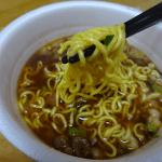 大阪ラーメンプロジェクトで完成コシのある麺と味わいスープの産経新聞大阪ラーメンあまから醤油(エースコック)