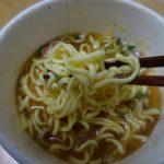 国産丸鶏だし使用の中華そば(サッポロ一番)は国産丸鶏エキス、枕崎加工かつお本枯節を使用したしょうゆ味のスープ