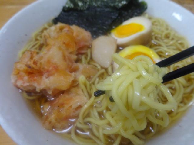 北海道ラーメン旭川醤油(藤原製麺)は北海道産小麦粉を使用した生麺を2日乾燥熟成し旭川定番の鶏ガラ味風味の醤油味