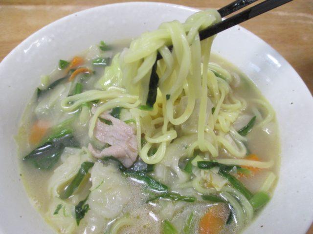 野菜を食べるタンメンは完成品