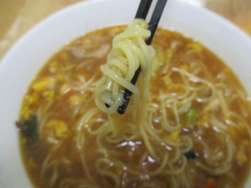 酸辣湯麺(マルハニチロ)は7種類の具材に鎮江香酢の上品な酸味と旨みラー油の辛みのバランスが絶妙な酸辣湯麺です