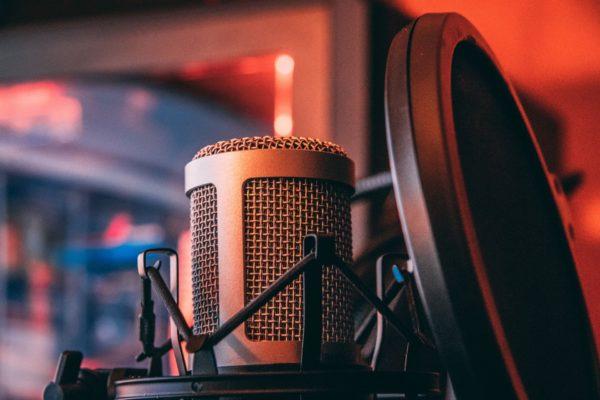 聴覚障害者がおすすめする音楽アプリ。歌と合わせて歌詞表示してくれるよ。