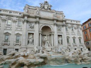 ローマ歴史地区、教皇領とサン・パオロ・フオーリ・レ・ムーラ大聖堂(イタリア、ヴァチカン) 広場&噴水