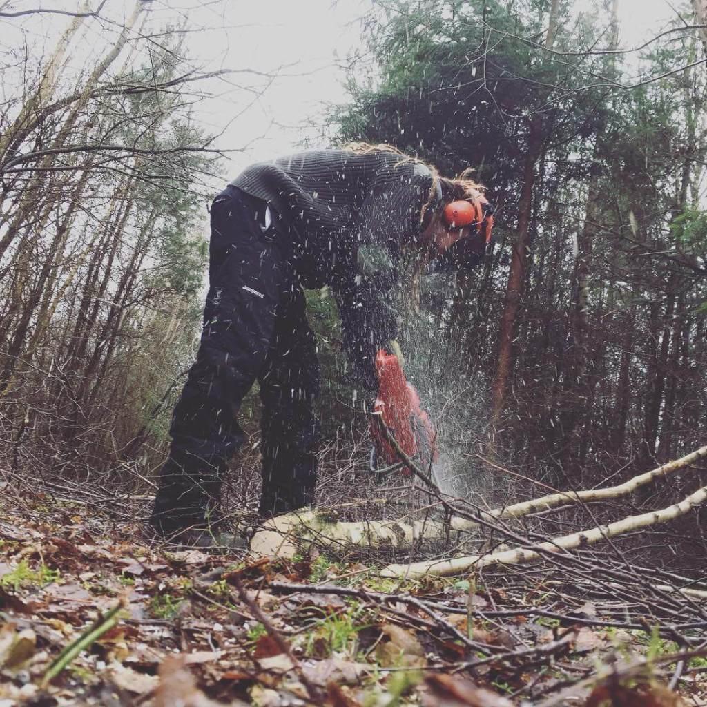 Jeg har været med min lillebror i skoven, hvor han hjalp med at fælde birketræer (vi havde selvfølgelig fået lov ;) ) til et diy-projekt i stuen. Det kommer jeg til at skrive mere om!
