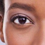 ¿Por qué a veces nos vibra la parte de abajo del ojo?