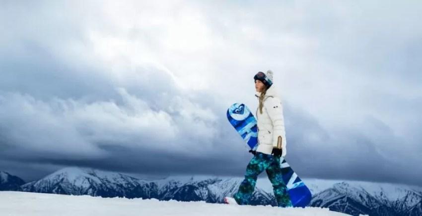 スノーボードの板でおしゃれなレディース