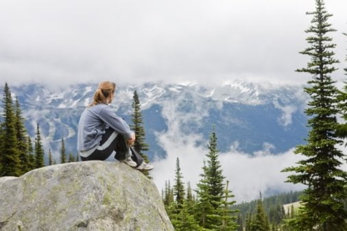 woman_sitting_on_mountain_top