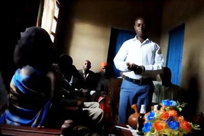ルワンダ結婚式翌週のホームパーティーにて。新婚夫婦と不思議な時間。