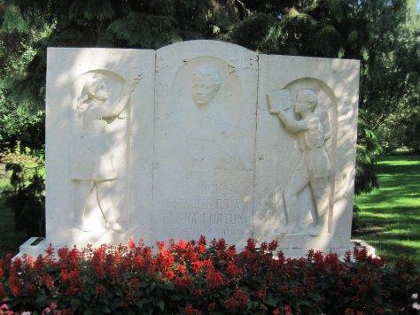 Monumento Elena Fortún
