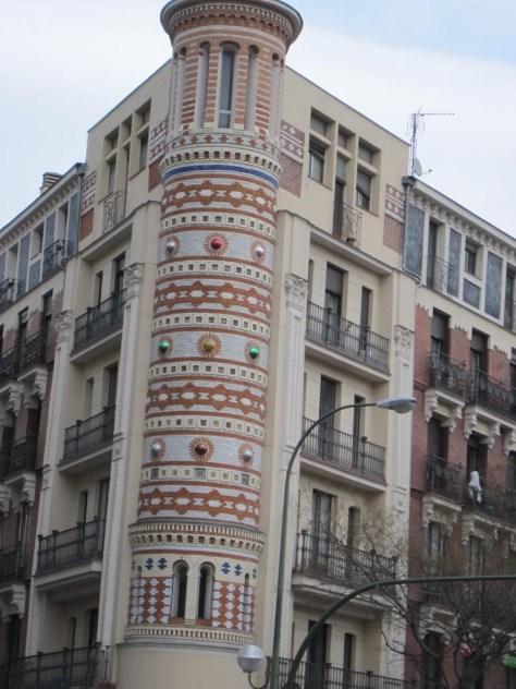 Edificio de las Bolas, Madrid