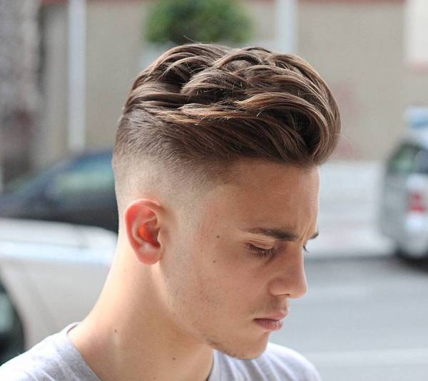 agusbarber__and-cool-mens-haircut-with-movement-on-top