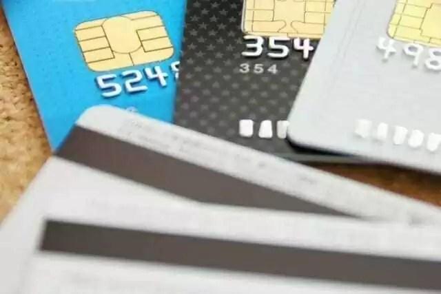 学生 お金を借りる クレジットカード