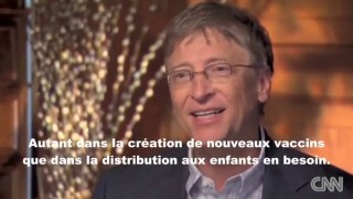 Bill Gates discute calmement et avec le sourire de son plan génocidaire