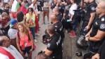 SOLIDARITÉ: Les policiers enlèvent leurs casques en Bulgarie!