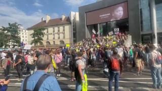 ℹ️ (En direct) Reportage au sein de la manifestation contre le Pass sanitaire, 04/09/21 Paris