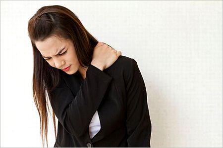 左の肩が痛い原因