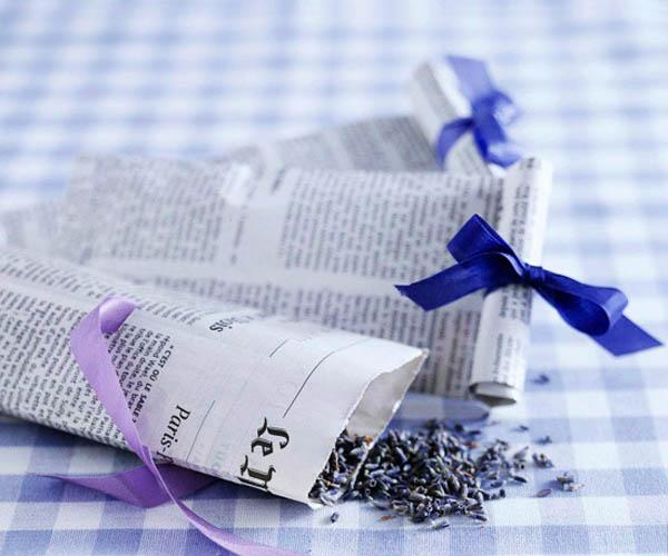 Bolsitas de arroz de bricolaje con hojas de periódico