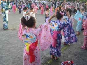 盆踊り,夏祭り,子供,一緒に踊る,音頭