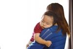ママに抱かれる赤ちゃん1