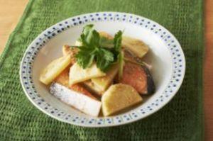 鮭とじゃがいものゴマ酢煮