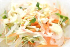玉ねぎヨーグルトのサラダ