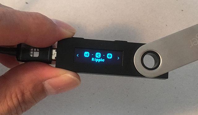 Ledger本体に「Ripple」が現れますので、左右両方のボタンを押します