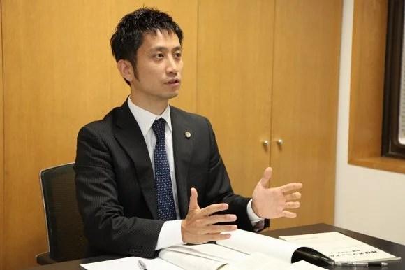逮捕について説明する岡野武志弁護士