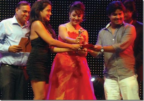 rekha_receives_cg_awards