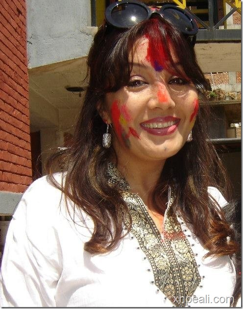 karishma holi smile 1