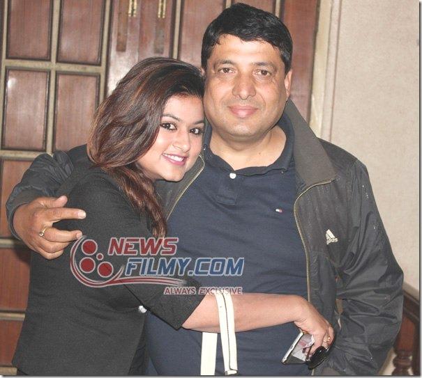 chhabi embraces shilpa pokharel