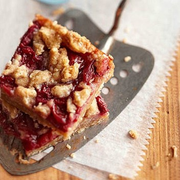 Apple Cranberry Oatmeal bars. Apple Cranberry Oatmeal Bars: Omg! I love this bars so much! It is seriously so easy to make these apple cranberry oatmeal bars. I make them for the morning to have with my coffee. I toast them a little in my oven to get crispy on top! Soooo good! Pinning for later!